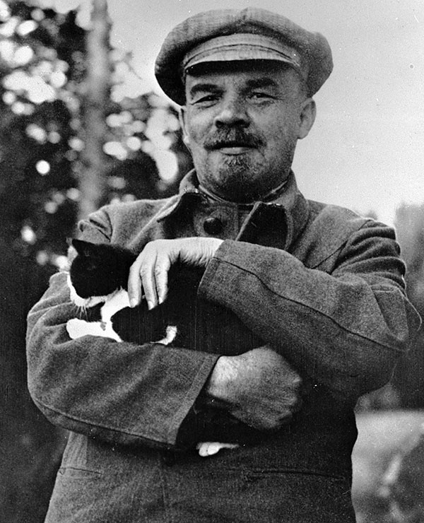 Vladimir Lenin caresses the purrletariat, date unknown. Photo: Maria Ulyanova/Sputnik.